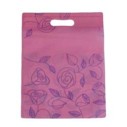 Lot de 12 sacs intissés de couleur rose clair imprimé roses - 6115