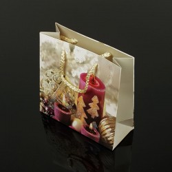 12 petits sacs cadeaux motif bougie de Noël 15x14x6cm - 7502
