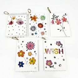 Assortiment de 50 étiquettes cadeaux à fleurs motifs ajourés - 7473