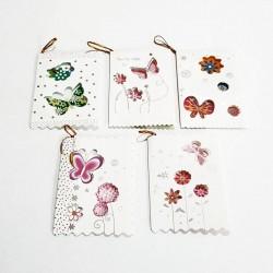Assortiment de 50 étiquettes cadeaux motifs ajourés de papillons - 7474
