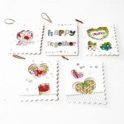 Assortiment de 50 étiquettes cadeaux thème amour motifs ajourés - 7475