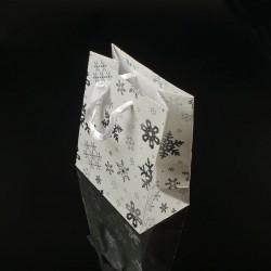 12 sacs cadeaux blancs motifs flocons de neige 23x8x27cm - 7526