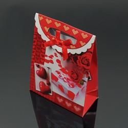 12 pochettes cadeaux rouges motifs cadeaux et coeurs 12.5x6x16cm - 7613
