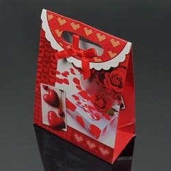 12 pochettes cadeaux rouges motifs cadeaux et coeurs 19x9x27cm - 7617