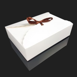 12 boîtes cadeaux à plier en carton pelliculé blanc 17.5x11.5x5cm - 7954
