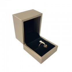 Écrin pour bague aspect simili cuir beige champagne 6x6.5x5cm - 10117